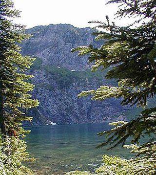 Cliff lake2